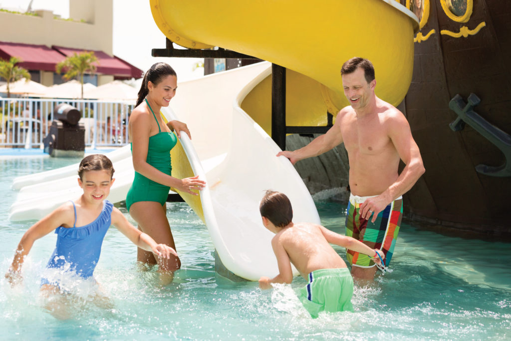 Gran-Caribe-Cancun-Water-Park-Family