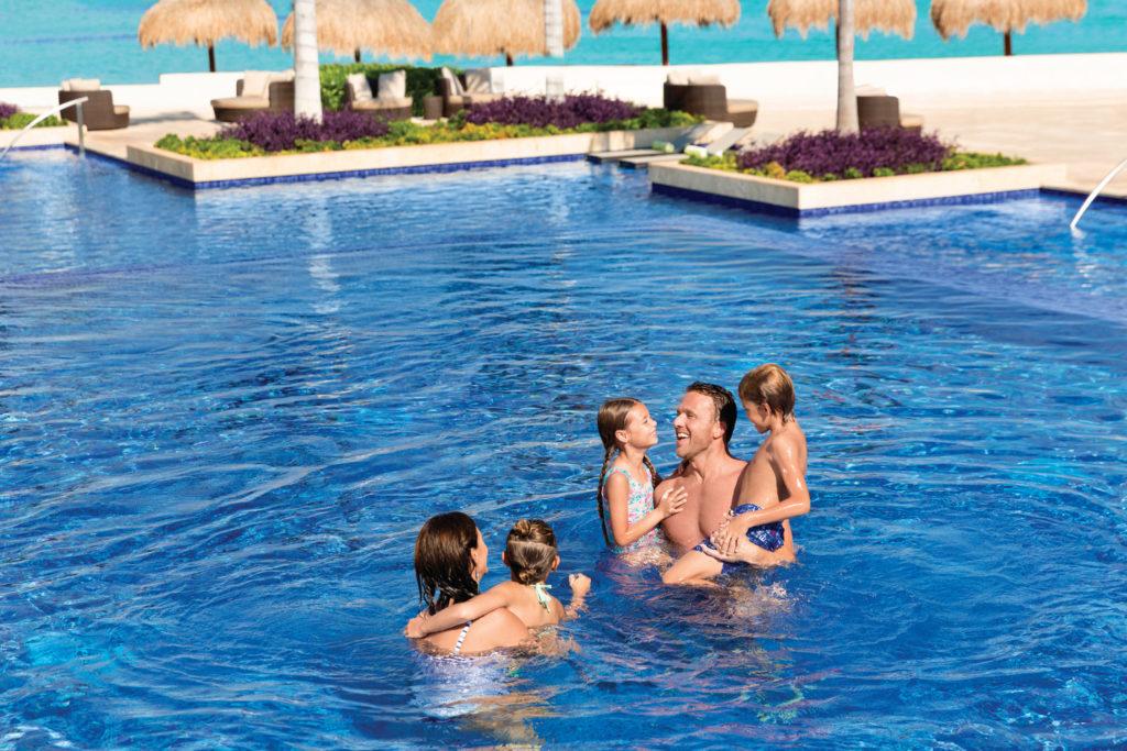Hyatt-Ziva-Cancun-Main-Pool-Family