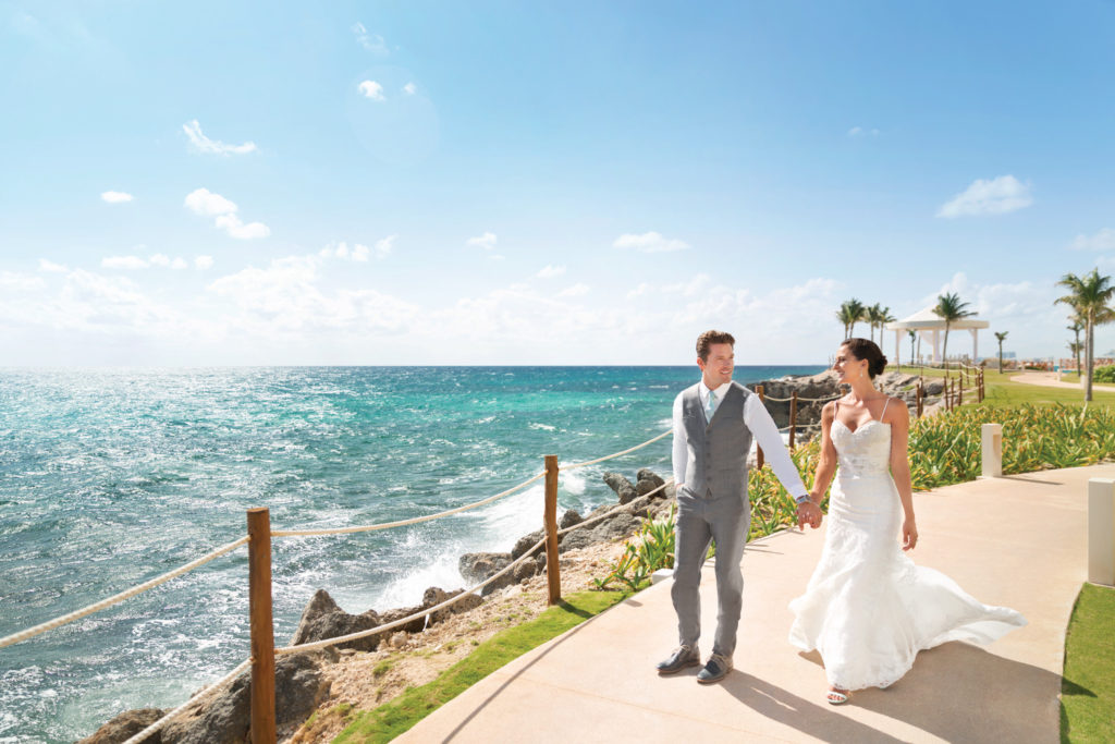 Hyatt-Ziva-Cancun-Wedding-Couple-Romantic
